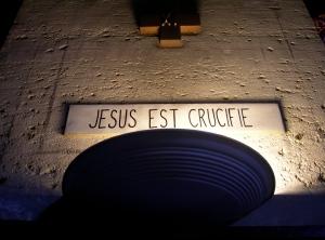 7. Jesus est crucifie