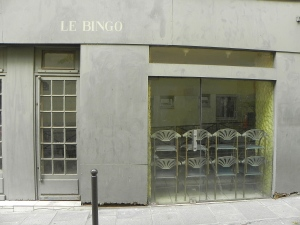 Le Bingo - with stacked chairs